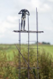"""Is daar iemand"", brons (unicum), 23 x 16 x 50 cm"