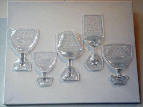 Wandpaneel met 'ingezakte' glazen.