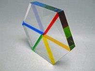 """""""Hexagon"""", regenboogkleuren, optisch kristal, 30x26x4 cm."""