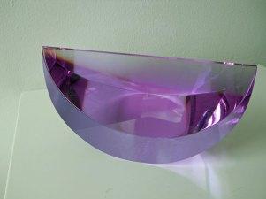 """""""Schijf Violet"""", middel, optisch kristal, diam. 21 cm, hoog 12 cm."""