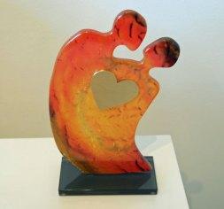 Verliefd Stel, glas en metalen hart 22 x 11 cm.