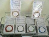 Armbanden met diverse edelstenen. Getiteld: With-a-wish.
