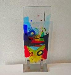 Landschappelijk - gefused glas op rvs-standaard, hoogte 35 cm.