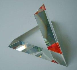 Open Tetraeder Oranje - Tsjechisch optisch kristal, 17x17x17 cm.