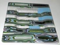 Schaal - gefused, verdiept met vloeiblokrepen, 23 x 23 x 2 cm.
