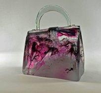 """Handtas """"Sakura"""", Vormgesmolten glas en handvat in heet gesculpteerd glas, 23 x 26 x 10 cm."""