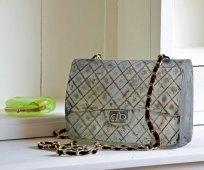 """Handtas """"Chanel 2.55"""", Vormgesmolten glas, sleutel, onderdelen echte handtas, 15 x 6 x 22 cm"""