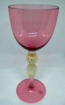 Wijnglas - geblazen glas met bladgoud -hoog 24 cm.