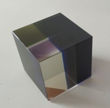 Optisch kristal, Kubus-groen-blauw-violet, 10x10x10cm.