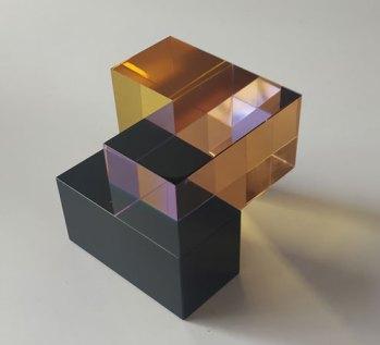 Optisch kristal, Open Kubus zwart-violet-amber, 10x10x10cm.