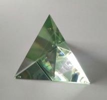 Optisch kristal, Groene Tetraeder, 16x15x15cm.
