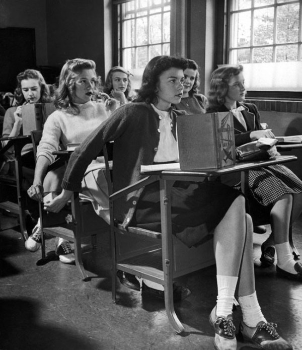 The original way to 'text' in Class (1944)