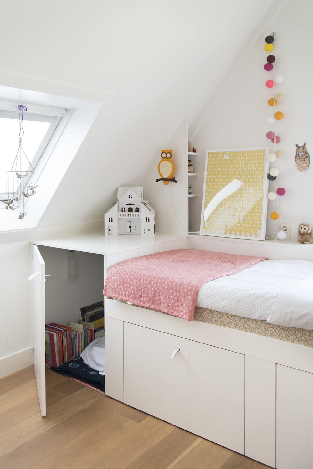 Beautiful Bedrooms for Little Girls - Avenue Lifestyle ... on Beautiful Rooms For Girls  id=45951