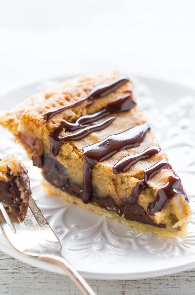 Copycat Toll House Pie (aka Chocolate Chip Pie) — The filling tastes like the center of an underbaked chocolate chip COOKIE!! Gooey perfection! Easy, rich, decadent, extremely CHOCOLATY and you can use a frozen pie crust!!