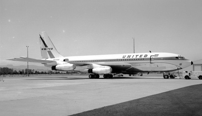United flew the Boeing 720.  This video highlights training in this jet.
