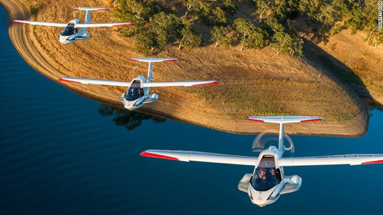 Three IconA5s fly in formation. Credit: Iconaircraft.com