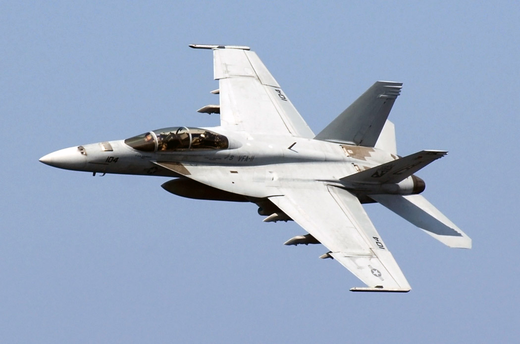 F/A-18F Hornet Screams By In a High-Speed Pass — Avgeekery com