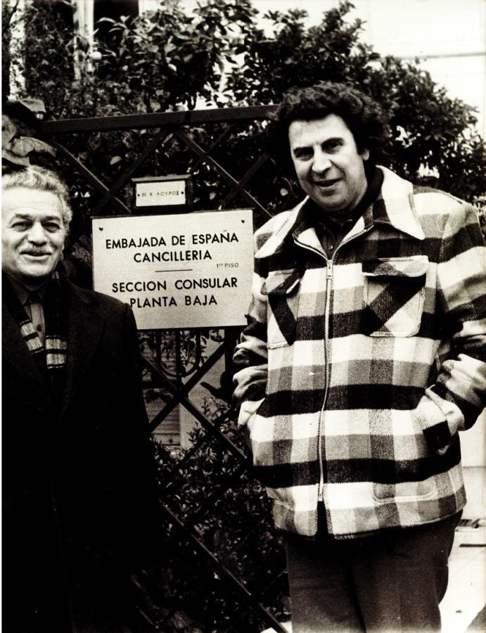 Μικης θεοδωράκης Μαώλης γλέζος 1976