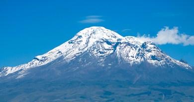 David Torres Costales 2018, Chimborazo visto desde El punto más cercano al Sol captado desde Rio Hospital en Riobamba Ecuador, Wikimedia Commons, CC BY-SA 4.0