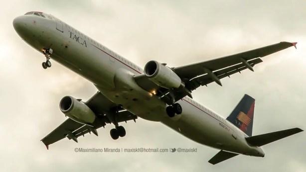 Airbus A321 N568TA de TACA (Avianca) aterrizando en Ezeiza