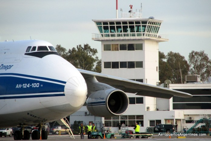 Aeropuerto Neuquen - Antonov 124 06