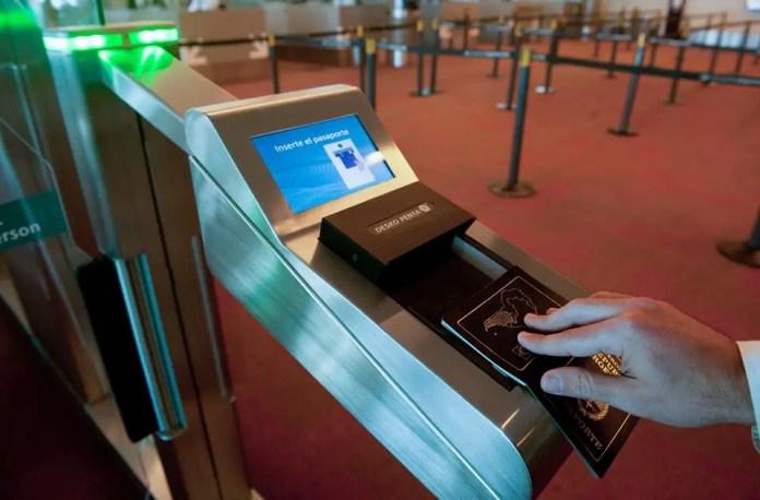 Aeropuerto de Ezeiza - Control biometrico 01
