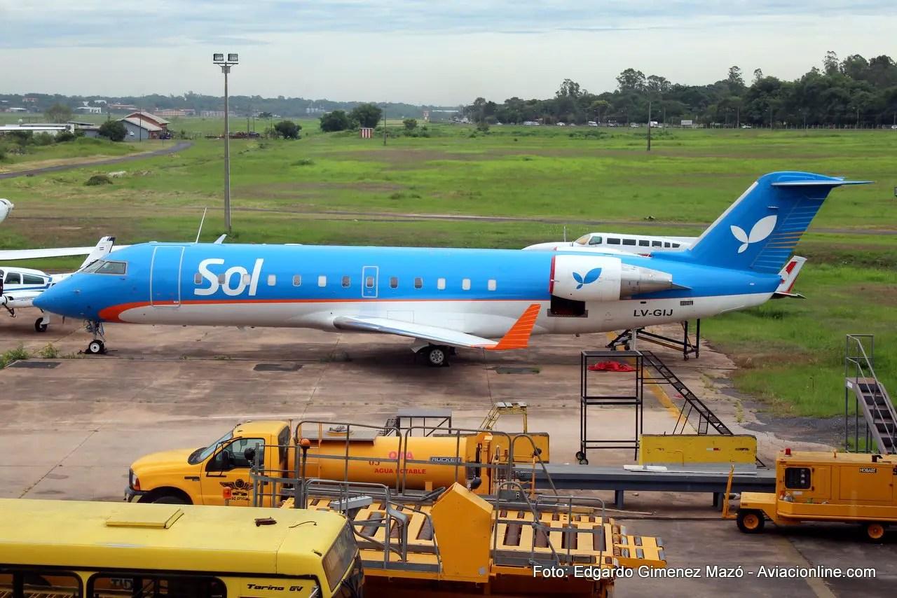 En diciembre el CRJ200 LV-GIJ todavía conservaba el esquema de Sol.
