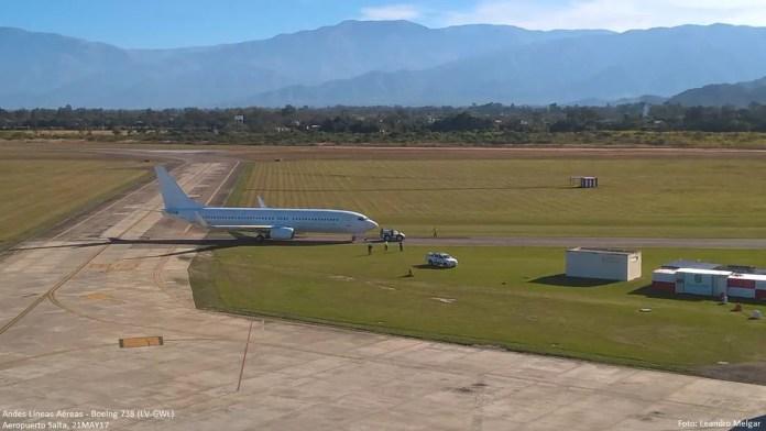 Boeing 737-800 LV-GWL de Andes Líneas Aéreas dirigiéndose al hangar de la compañía en Salta (Foto via Aeropuertos de Salta).