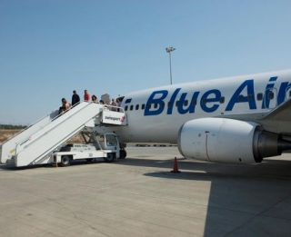 blue air avion pasageri