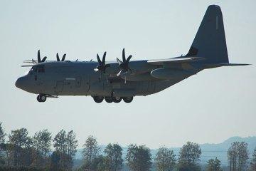 c-130 hercules dell'aeronautica militare italiana rimpatriano civili dalla libia