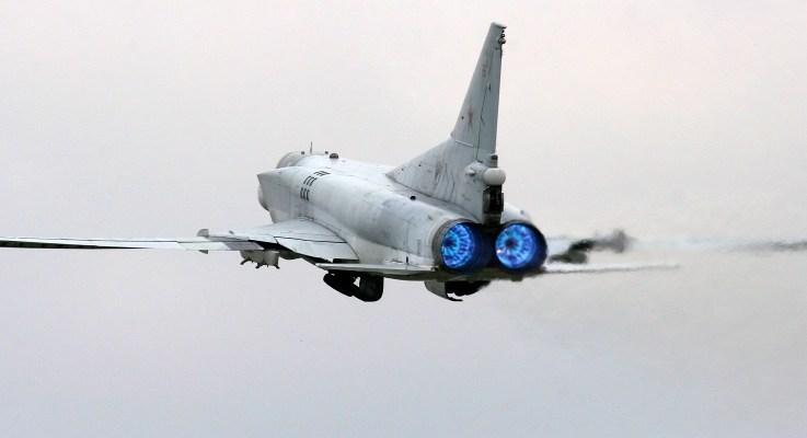 bombardieri strategici russi attaccano in Siria