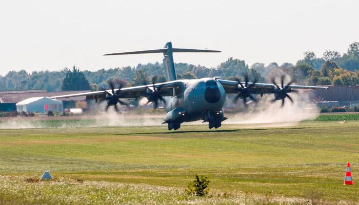 airbus a400m test su piste in erba