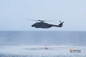 elicottero sh90 mediterraneo marina militare