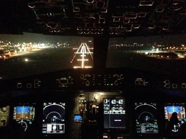 Dalla cabina del P72 in fase di atterraggio