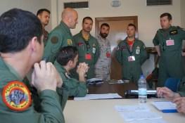 Un momento della fase di pianificazione congiunta tra piloti delle varie nazioni