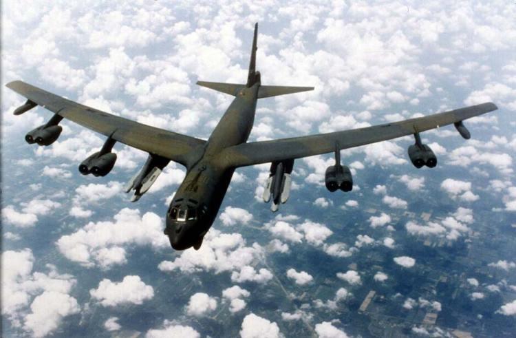 bombardiere strategico americano B-52