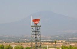 Radar di Sigonella e sullo sfondo l'etna