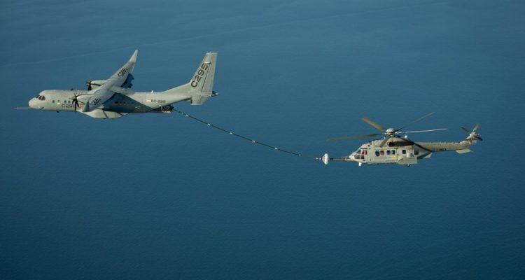 rifornimento in volo tra C-295 e H-225