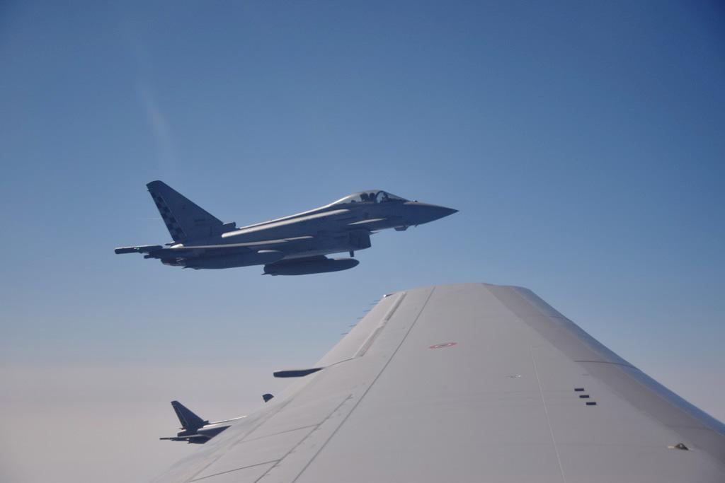 Eurofighter Typhoon in attesa del rifornimento in volo