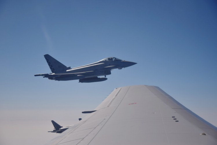 Eurofighter Typhoon in attesa del rifornimento in volo