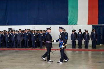 Momento del passaggio di consegne fra il Col. Salvatore Trincone, comandante uscente, ed il Col. Paolo Frare, comandante subentrante
