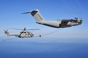 Rifornimento in volo A400M con elicottero