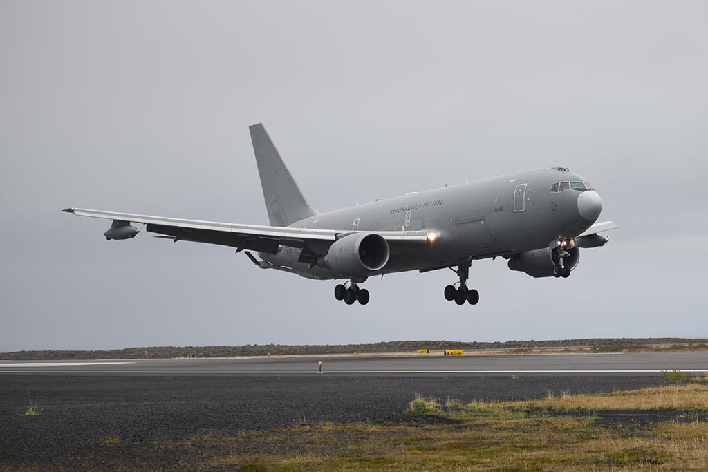 Islanda Northern Lightning KC-767