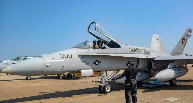 US Navy F/A-18C Hornet ultimo volo
