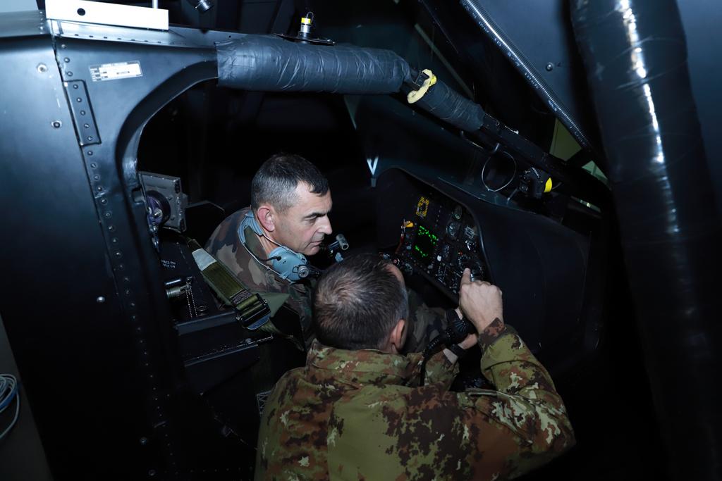 Simulatore di volo AH-129