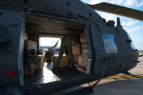 3 - Una parte dei DPI trasportati dall'UH-90 del 7° Vega