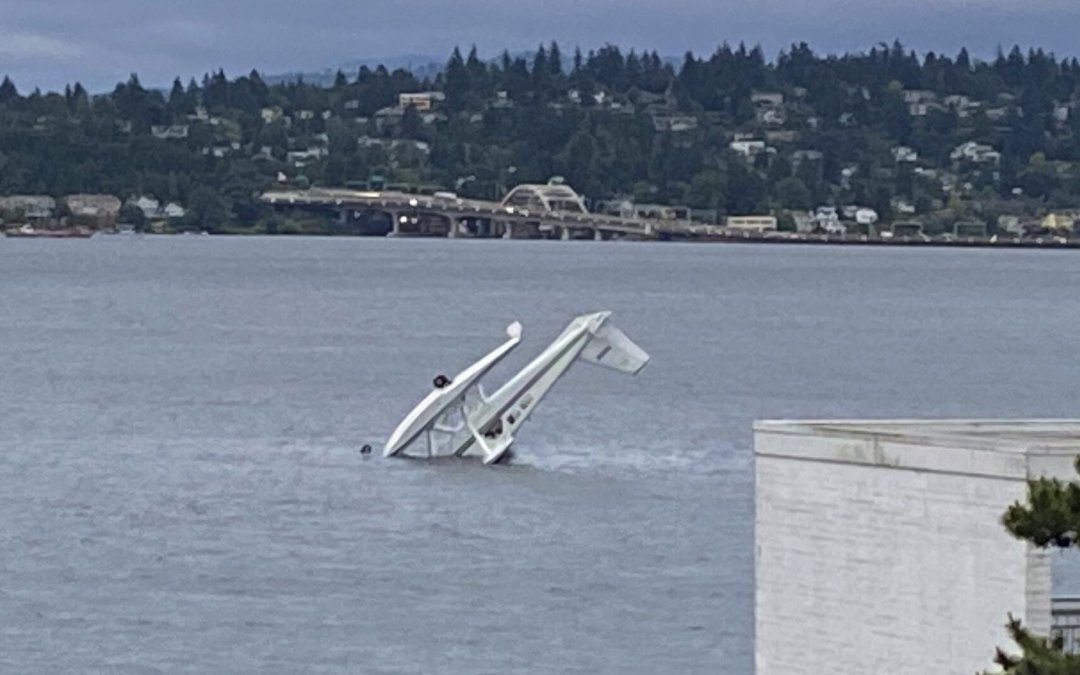 Seaplane Crashes in Lake Washington