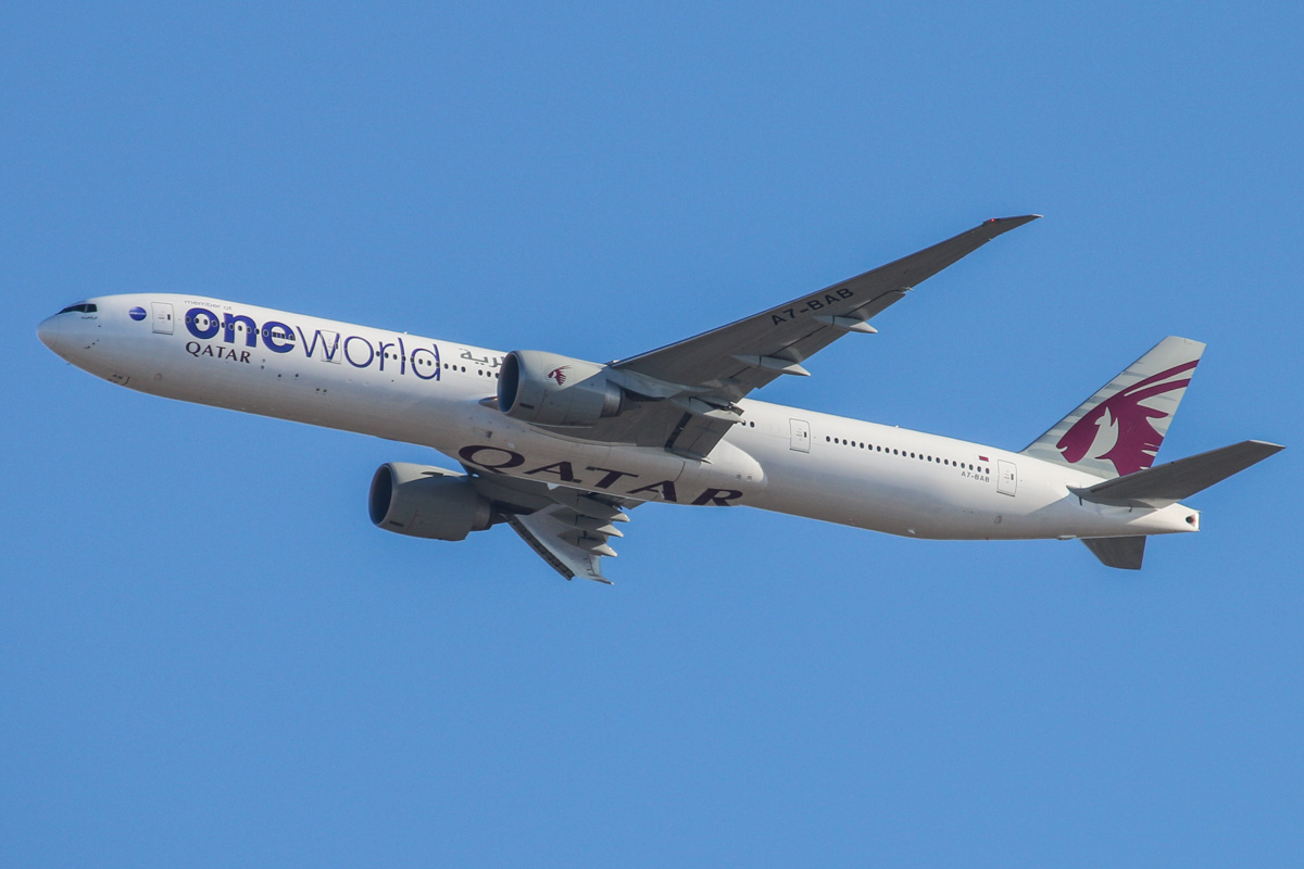 A7-BAB Boeing 777-3DZER (MSN 36103/686) of Qatar Airways, in Oneworld livery, over the northern suburbs of Perth - Tue 10 December 2013.
