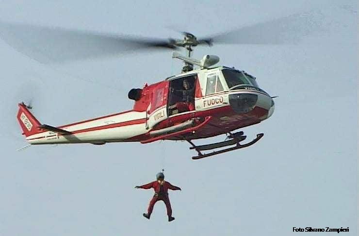 Foto elicottero dei Vigili del Fuoco AB204 soccorso