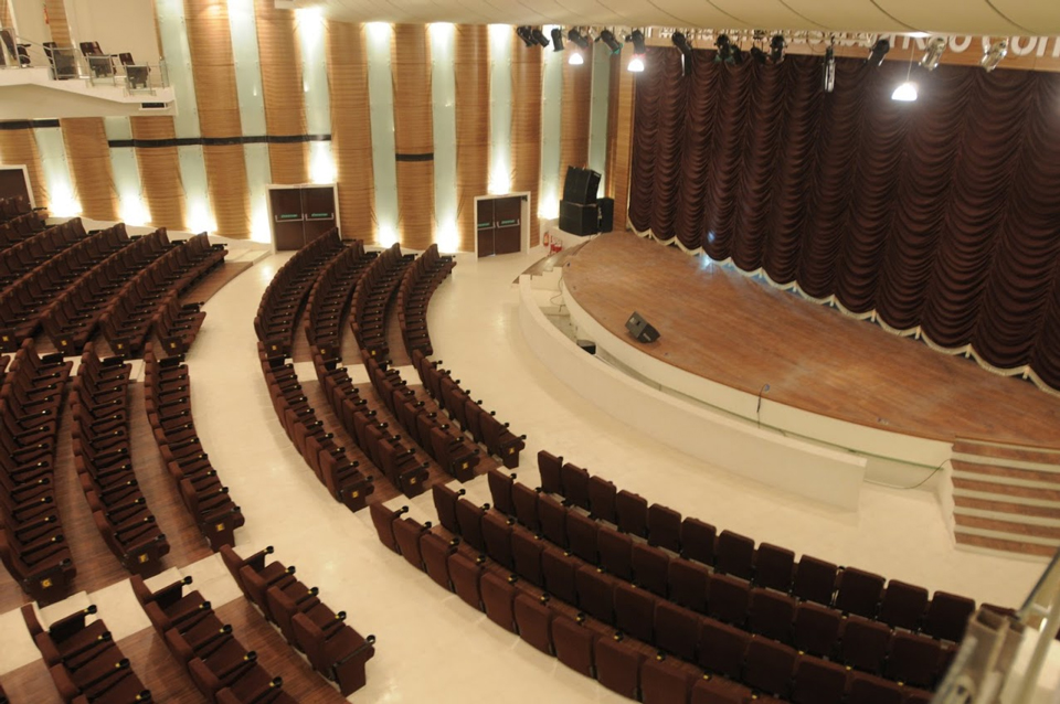 Photo courtesy of Sir Mutha Venkatasubba Rao Concert Hall website gallery
